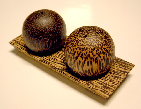 palm wood-salt and pepper