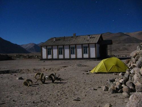 Spooky campspot at Sasikol, Tajikistan / 妙な雰囲気(タジキスタン、サシコル村の跡)