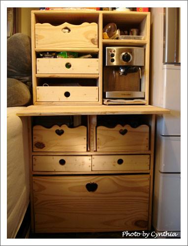 咖啡機下面的櫃子