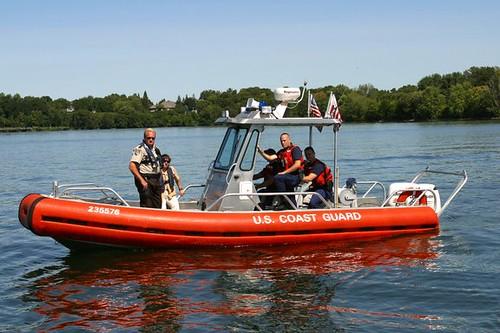Bass fishermen against bush protest in mn photos near mn 06 for Minnesota non resident fishing license cost