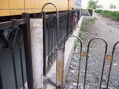 城铁站阅人无数的栏杆1
