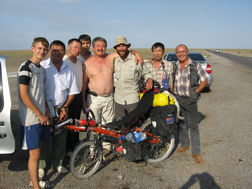 Very generous blokes (at the turn-off for Sharin Canyon, Kazakhstan) / やさしいカザフスタン人たち