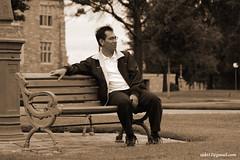 Duduk termangu di sore yang muram