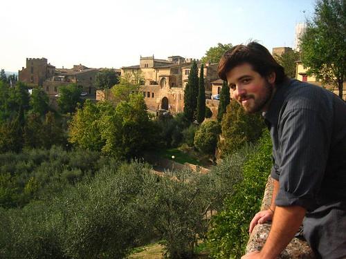 Husbear looks out over Certaldo Alto