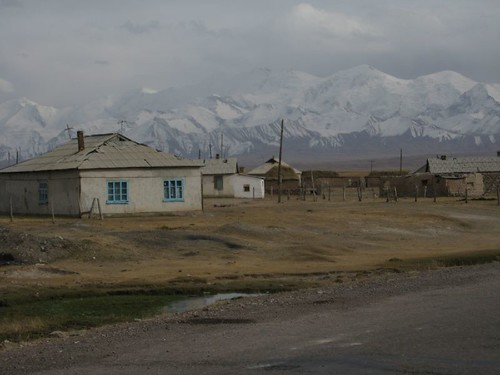 Those mountains were a shock - I was headed straight for them - Sari Tash, Kyrgyzstan / 山の壁(キルギス,サリタシュ村)