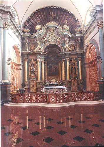 Altar Mayor de Iglesia de las Nazarenas con El Señor de los Milagros de Lima
