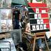蒙馬特畫家村的藝術家就地作畫連狗也帶著