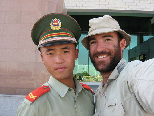 Friendly border guard at Khorgos border crossing, China-Kazakstan / フレンドリーな出国管理人