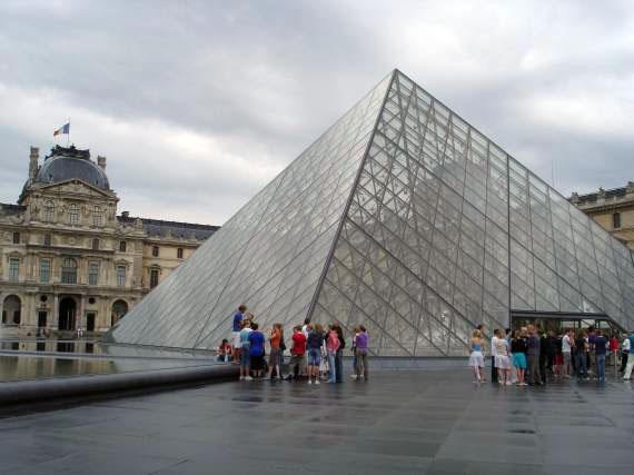 三面建筑,环保玻璃金字塔