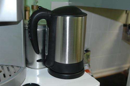 Wasserkocher mit Metall