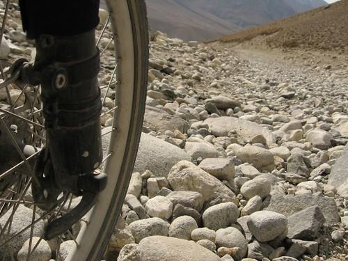 Let's ride on rocks! Wakhan Valley, Tajikistan / 岩の上に自転車で走りましょうか?(タジキスタン、ワカン谷)