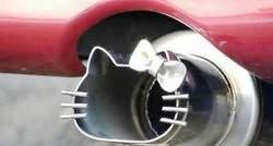 hello_kitty_ferrari_exhaust_1