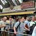 在票亭前排隊的人龍相當長
