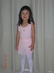 妈妈说,我三岁了,可以去学跳舞了
