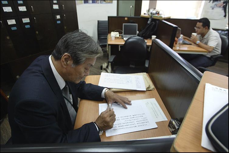 hung chun jen, a senior journalist in taiwan,oct 2006.