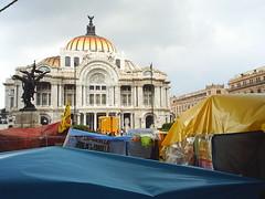 Campamentos_en_forntis_del_Palacio_de_Bellas_Artes