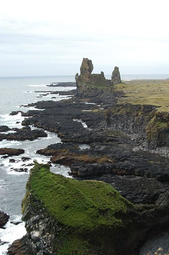 Cliffs_@_Thufubjarg,_Iceland.jpg