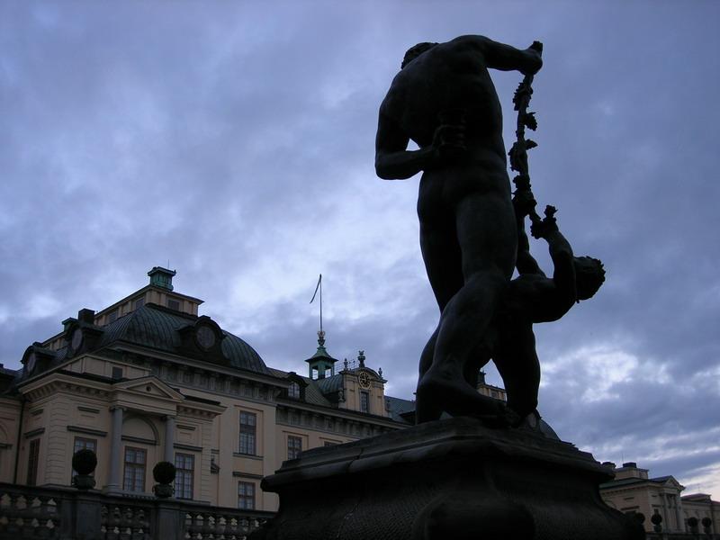 夏宫前的雕塑