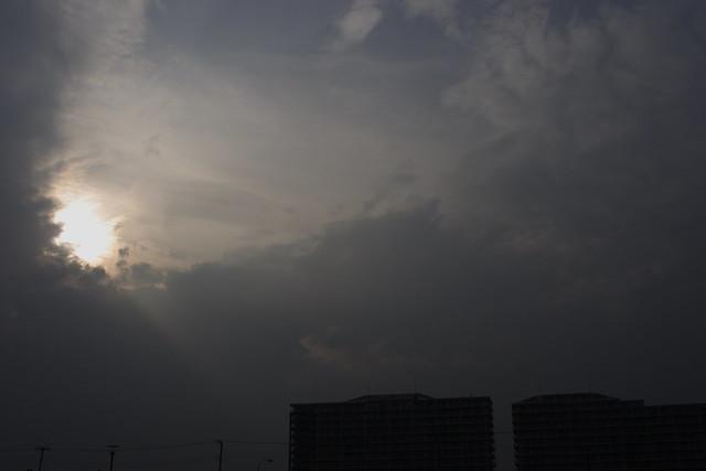 雲間の光跡