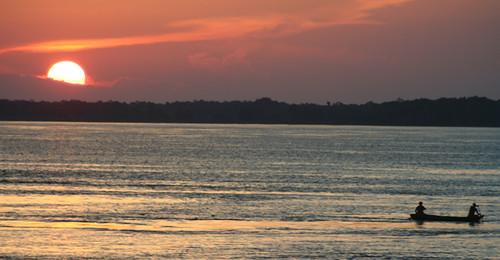 atardecer sobre el Amazonas