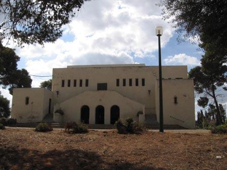 בית הכנסת במרכז המושבה