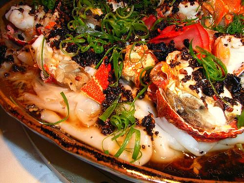 Steamed Lobster on Hor Fan (Rice Noodles)