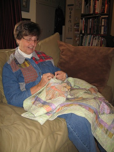 sue finishing the dragonfly quilt
