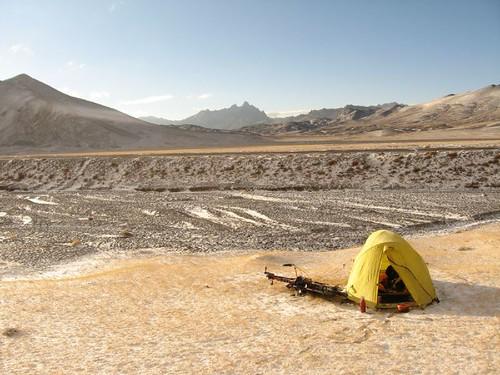 Chilly morning on Nayzatash Pass, Tajikistan / 冷たい朝(タジキスタン、ナイザタシュ峠)