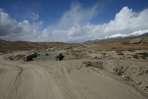 Gravel cycling just before Moincer, Tibet.