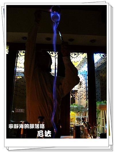 尼法_白蘭地藍色火焰表演