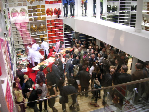 uniqlo opening party