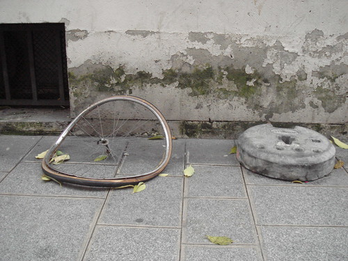 Old wheel, broken wheel